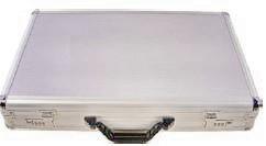Aluminiumkoffer mit Zahlenschloss